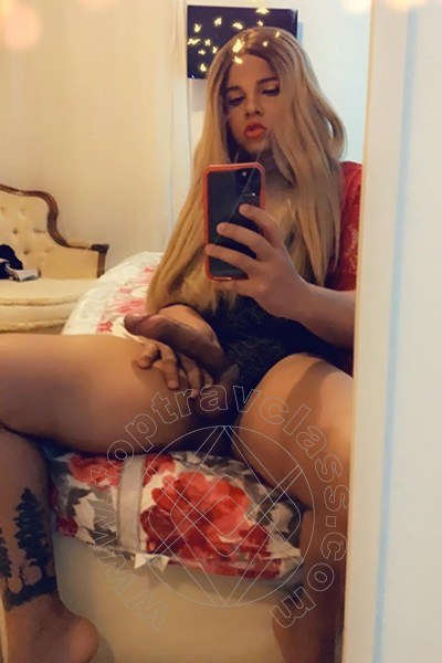 Trav Vanessa selfie hot Trav 2