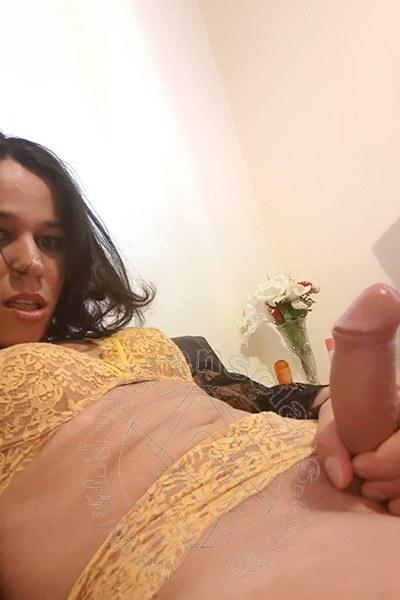 Trav Larissa Cardoso selfie hot Trav -8