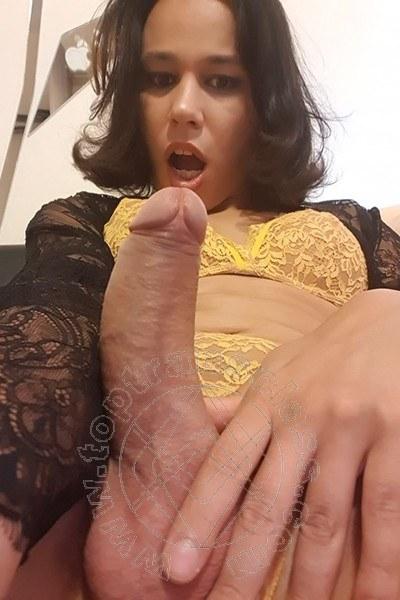 Trav Larissa Cardoso selfie hot Trav -6