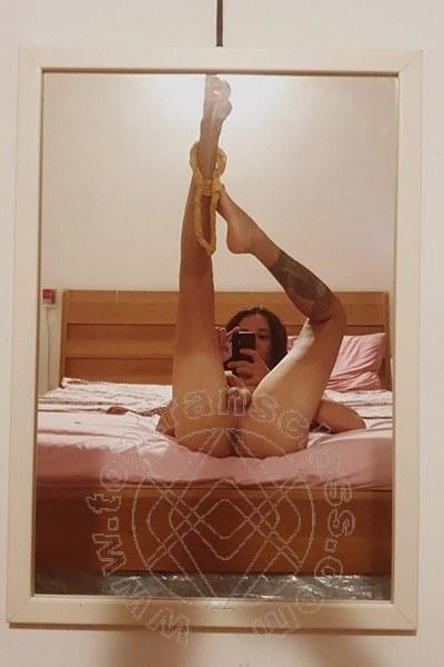 Trav Larissa Cardoso selfie hot Trav -2