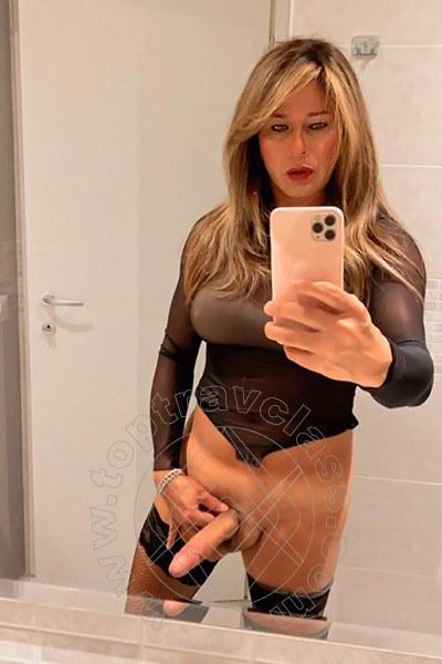 Trav Loryn Xl selfie hot Trav -2